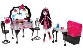 Monster High Игровой набор с куклой Ресторан Дракулауры Mattel